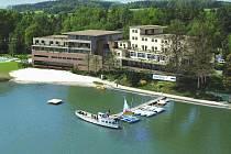 Vizualizace nového hotelu Port na břehu Máchova jezera.