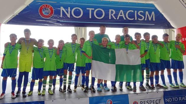 Mladí fotbalisté Nového Boru se představili na mezinárodním turnaji. Na snímku je družstvo U13.