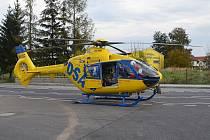 Pro zraněného muže letěl vrtulník.