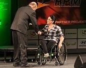 Cenu pro handicapovaného sportovce převzala Petra Hurtová (handbike).