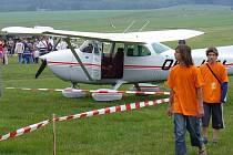 Letiště v České Lípě je jedním z těch, která už nemohou provozovat vyhlídkové lety. Posádka, kterou vezmou piloti na palubu, musí mít s sebou fotoaparát.