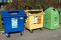 Zmizí z našich ulic? Barevné kontejnery na separovaný odpad se staly běžnými i v malých obcích.