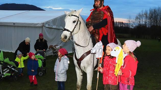 Jarmark a krůtí hody přilákaly v sobotu do Brniště desítky návštěvníků.