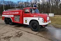 Nejstaršího zásahové vozidlo jednotky, cisterna Tatra 138, prošla kompletní opravou.