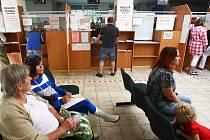 Nový registr vozidel nefungoval dva dny. Lidé čekali na vyřízení svých požadavků marně.
