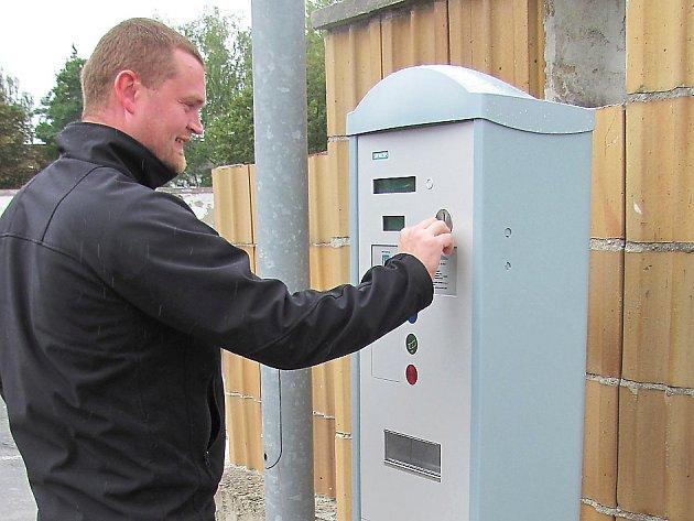 Po měsíci parkování zdarma začínají právě dnes v České Lípě opět úřadovat parkovací automaty.