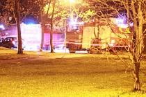 Hasičská i policejní auta spěchala v neděli okolo 21. hodiny do českolipské ulice Zoubkova na sídlišti Sever kvůli údajnému požáru jednoho z panelových domů.