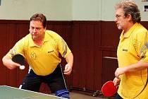Rudolf Bílek (vlevo) a Miloš Flanderka patří k dlouhodobým oporám a tahounům českolipského stolního tenisu.
