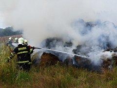 Středeční požár stohu v Dubnici.