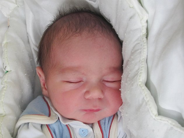 Rodičům Petře a Martinovi Lauerovým ze Zákup se ve středu 26. října v 18 hodin narodil syn Matyáš Lauer. Měřil 50 cm a vážil 3,7 kg.