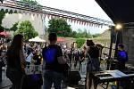 Přehlídka studentských kapel Škola rocku na vodním hradě Lipý v České Lípě