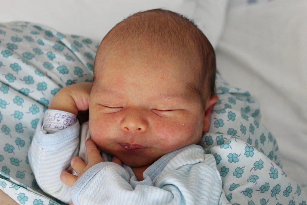 Rodičům Ludmile a Janovi Hodovalovým z Rumburku se v pátek 23. srpna ve 23:23 hodin narodil syn Štěpán Hodoval. Měřil 50 cm a vážil 3,37 hodin.