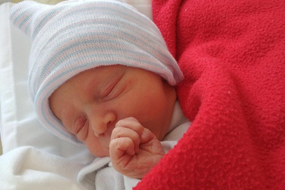 Rodičům Michaele a Tomášovi Hronkovým z České Lípy se v pondělí 29. března narodila dcera Barborka Hronková. Měřila 47 cm a vážila 2,67 kg. Doma se na ni těšil bráška Mišák.
