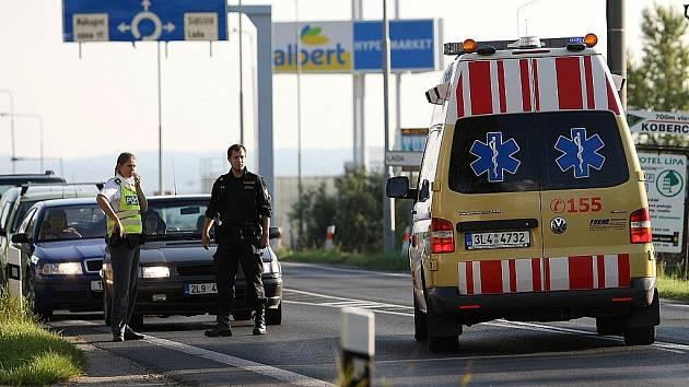 Pod kola fabie se vrhl mladý muž, který chtěl zřejmě spáchat sebevraždu. Skončil v nemocnici.