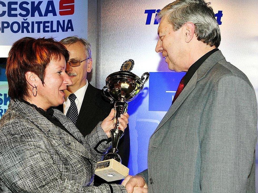 Deník ocenil nejúspěšnější sportovce uplynulého roku. Trenér střelců Stanislav Stupka převzal cenu za svou vítěznou svěřenkyni Zuzanu Šostkovou.