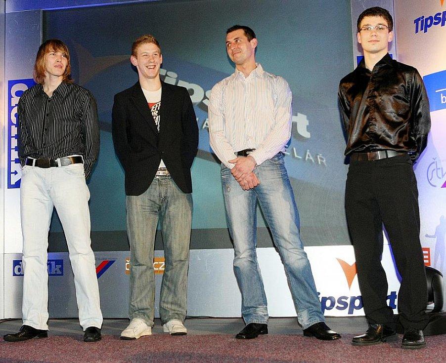 Deník ocenil nejúspěšnější sportovce uplynulého roku. Zástupci fotbalového Arsenalu Česká Lípa si přišli pro druhé místo v kategorii kolektiv dospělých.