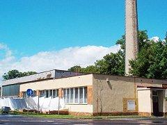 Nevzhledná budova bývalé kotelny, která stojí na kraji města Doksy, by se měla v příštím roce bourat.