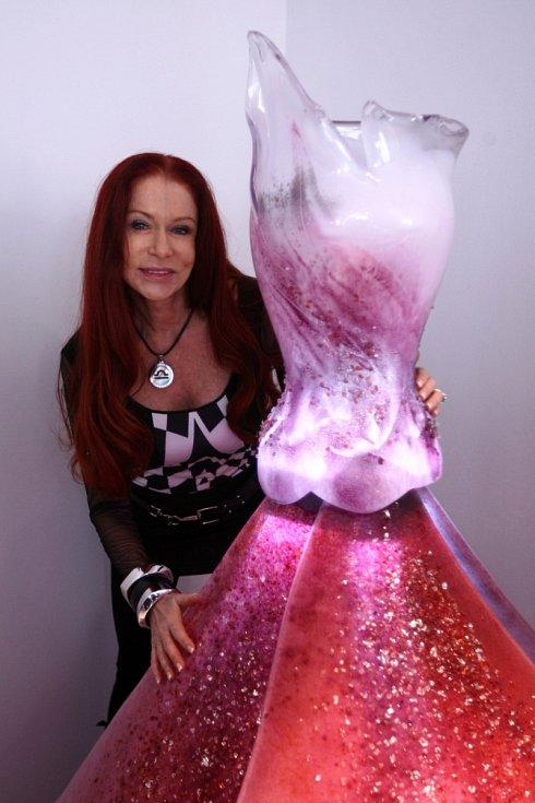 Skleněné šaty Blanky Matragi udělaly IGS velkou reklamu.