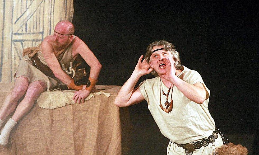 Úsměvnou parodii na známou pověst o dívčí válce mohli diváci vidět v pátek v Městském divadle v Novém Boru.