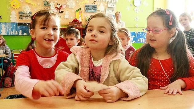 Budoucí prvňáci si mohli v pátek prohlédnout, jak to chodí na Základní škole Slovanka v České Lípě, která pořádala den otevřených dveří.