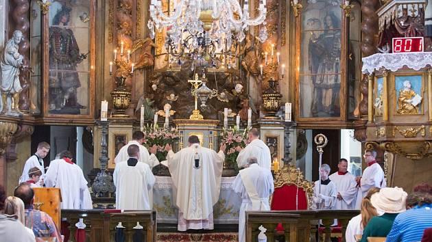 Mši svatou sloužil v sobotu v hornopolickém poutním kostele nejvyšší církevní představitel v Česku, kardinál Dominik Duka.