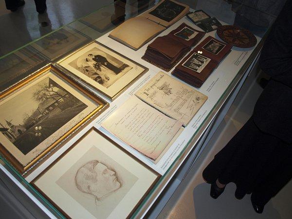 Velkolepou vernisáží se zahraniční účastí začala vpátek 8.dubna výstava Emil Rimpler příběh lásky ke sklu.