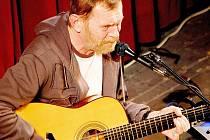 Se svým písňovým recitálem se představil v českolipském Jiráskově divadle známý herec Jiří Schmitzer.