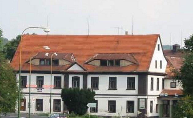 Bývalý hotel Slavie čeká na rekonstrukci.