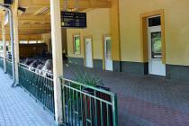 Hraběcí čekárna jako ojedinělá památka se skrývá v dokské železniční stanici.