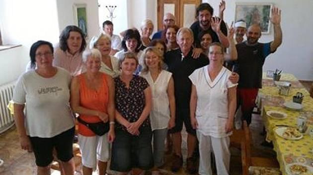 Zaměstnanci Domova důchodců ve Sloupu v Čechách se rozloučili se svým dlouholetým šéfem Zdeňkem Vlkem.