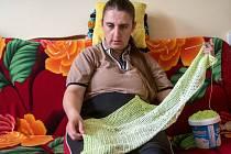 Zuzka Duchoňová je nevidomá žena z České Lípy, která je zaměstnancem odbočky organizace SONS, kde se sdružují nevidomí a slabozrací. Její velkou zálibou je háčkování.