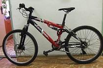 V případě, že by majitelé poznali své kolo, mohou policii kontaktovat telefonicky na čísle 724 156 384.