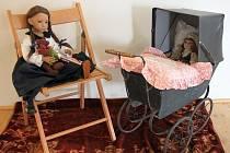 Výstava panenek potrvá v Městském muzeu v Mimoni do konce prázdnin.