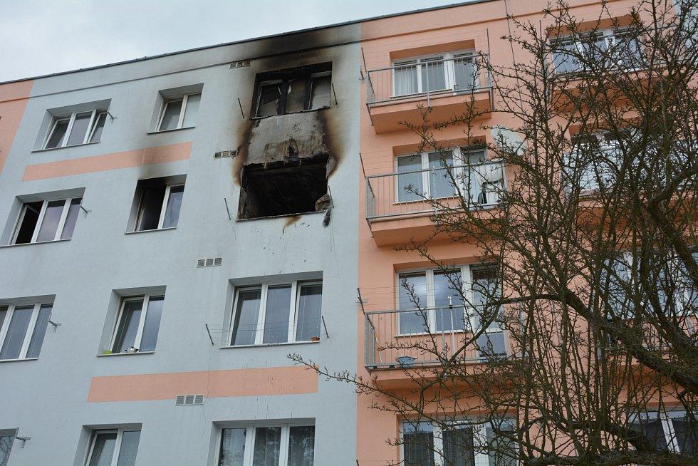 Vyhořelý byt na českolipském sídlišti Slovanka v sobotu 9. února po odjezdu hasičů