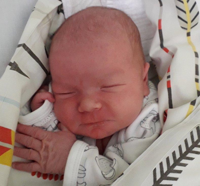 Rodičům Veronice a Davidovi Pelantovým z Liberce se v jablonecké porodnici v pátek 26. března v 17:10 hodin narodil syn Matěj. Měřil 51 cm a vážil 3,58 kg. Doma se na něj těšili bráškové Matyášek a Mikulášek.