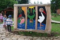 Mateřská škola Mistrovická v Kamenickém Šenově se může pochlubit zbrusu novou naučnou zahradou.