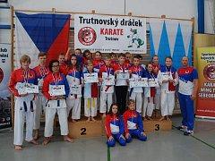 Mladí karatisté Sport Relax přivezli z Trutnova 18 medailí.