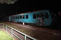 Kvádr v kolejišti za městem Doksy ohrozil životy lidí.