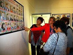 "Výstavu ""Čo tie naše rúčky dokážu"" zahájila v mimoňském Městském muzeu sama autorka Alica Bindová."