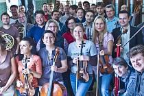 Orchestr Česká Sinfonietta, který ve středu zahájí festival Lípa Musica, vznikl v roce 2010  a jeho členové jsou sólisté mladé generace, komorní hráči předních českých souborů a orchestrů.