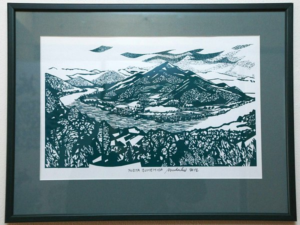 Výstava včeskolipském Centru textilního tisku představuje grafiky a ilustrace Jiřího Matuly, které vznikly poté, co se přestěhoval na Českolipsko.