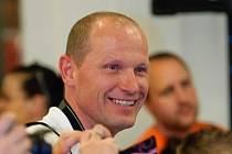 Pavel Znamenáček vede od roku 1994 českolipský klub karate SPORT RELAX. Doma má sportovní rodinu. Karate se věnují obě dcery, manželka se věnuje aerobiku.