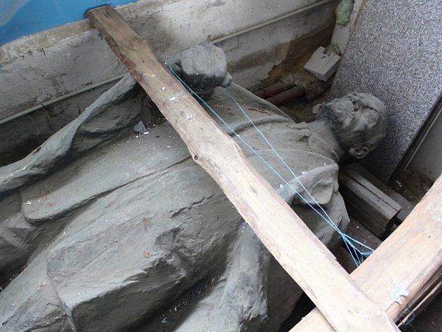 Sklad u řeky se stal Leninovi místem prozatímního odpočinku.