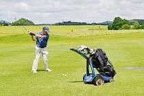 Nesoutěžní golfový turnaj párů si všichni užili.