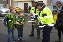 V úterý policisté společně s krajským koordinátorem BESIPU Miroslavem Kláskem dohlíželi před základní školou v Mánesově ulici v České Lípě.