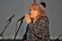 14. března 2020 zemřela zpěvačka Eva Pilarová, která chalupařila na Dubsku. V srpnu 2019 zde oslavila 80. narozeniny a zpívala na mezinárodním jazzovém festivalu, který před 25 roky zakládala.