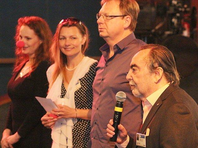 Diváci přivítali hereckou a tvůrčí delegaci ve složení: režisér Dušak Klein, herečky: Markéta Hrubešová, Pavlína Šmídmajerová a producent filmu Miloslav Šmídmajer.