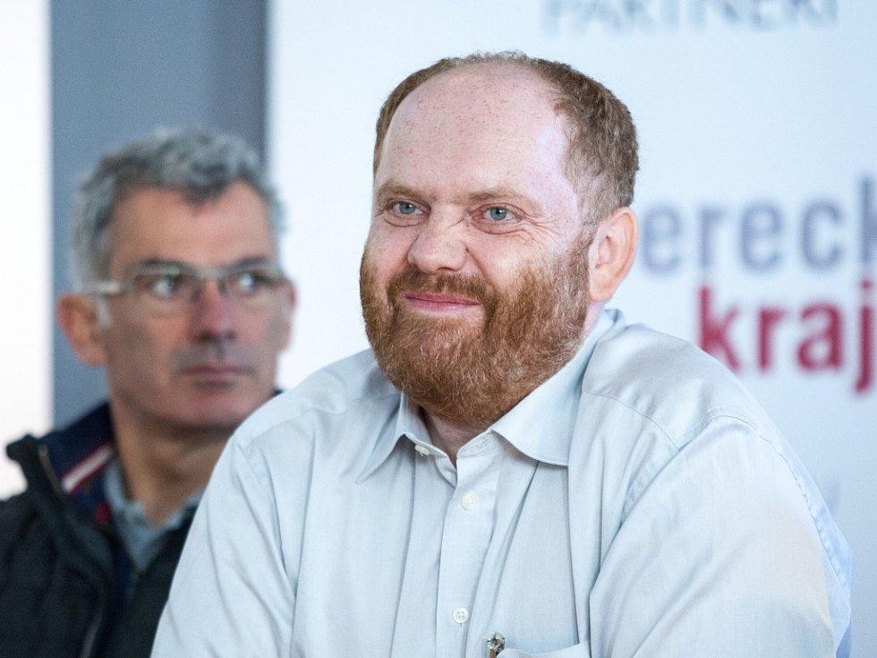Kurátor Uměleckoprůmyslového musea v Praze Milan Hlaveš na tiskové konferenci k zahájení sympozia.