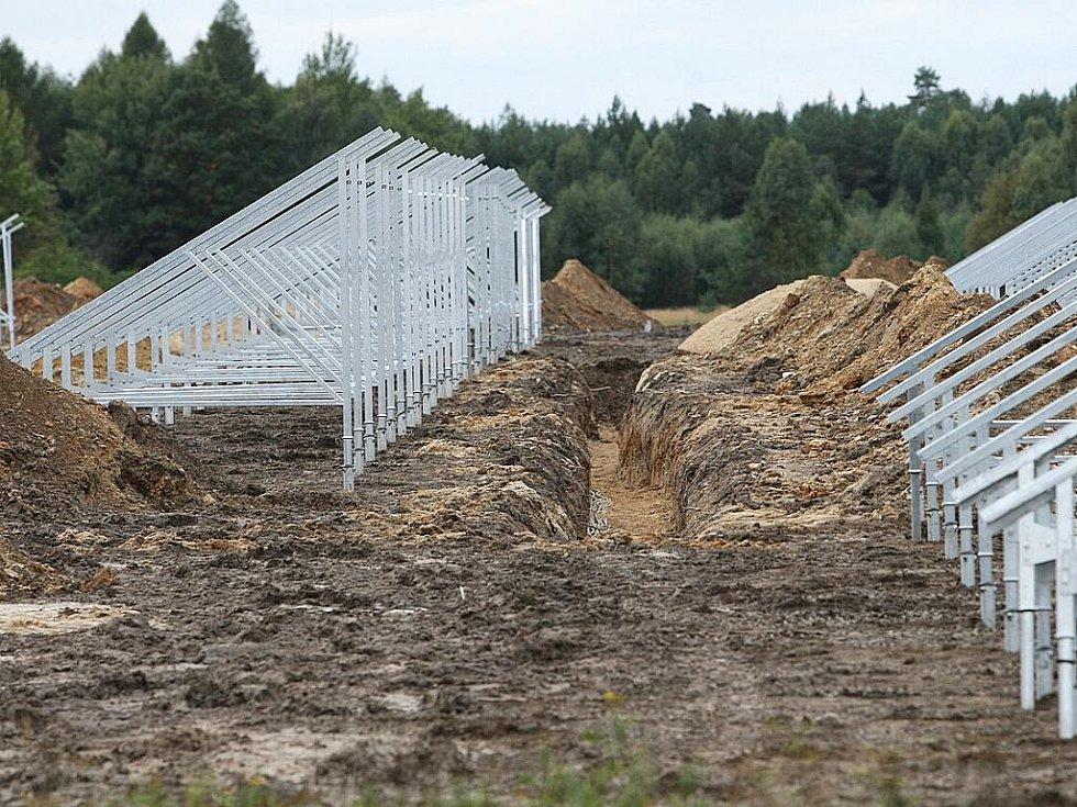 Za život mezi solárními panely dostanou Kuřívodští kompenzaci v řádech sta tisíců.