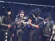 Páteční část festivalu Hrady CZ pod Bezdězem nabídla skvělé koncerty i karneval.